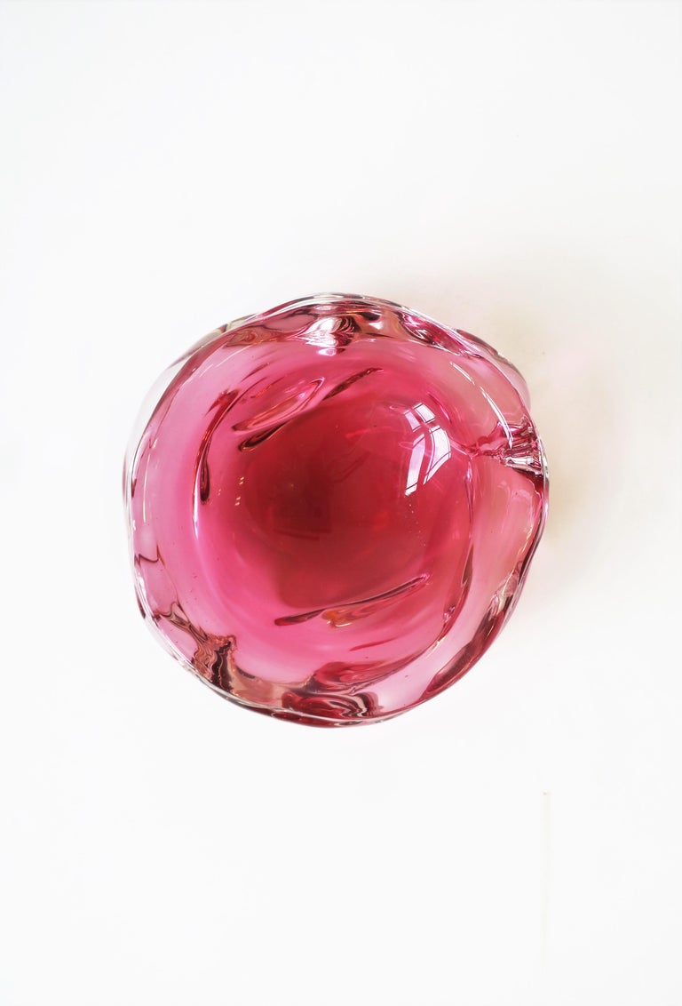 A beautiful and substantial Italian Murano bowl made in a red raspberry/deep pink and clear art glass, with soft edges in an organic modern form/style, circa mid-20th century, Italy. Bowl measures: 1.88