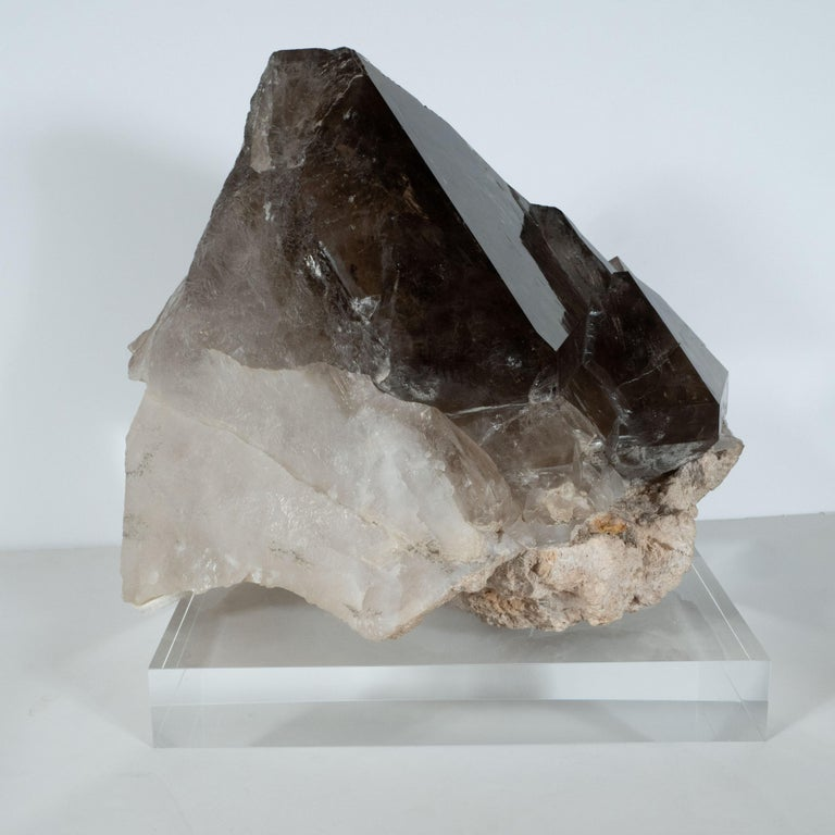 Organic Modernist Smokey Gray Scale Quartz Rock Specimen on Clear Lucite Base For Sale 4