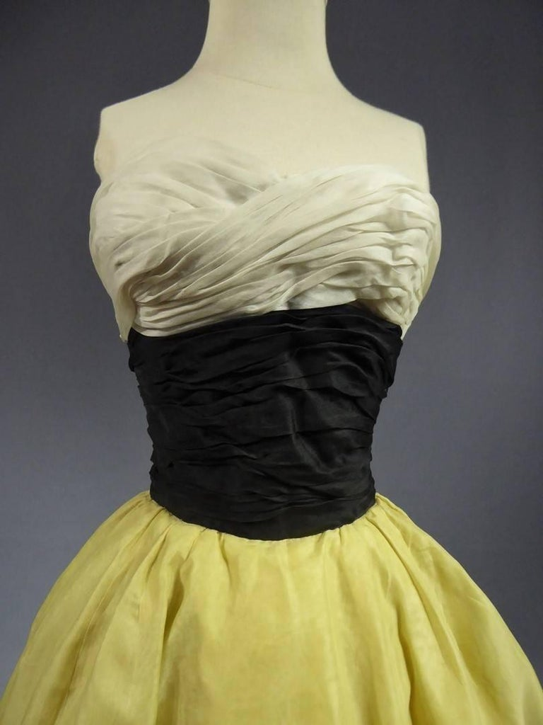 Organza Haute Couture evening dress France, Circa 1955 In Excellent Condition For Sale In Toulon, FR