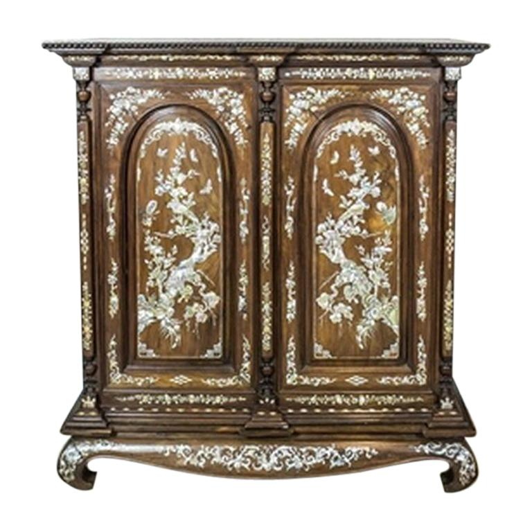 Oriental Cabinet With Mother Of Pearl Turn The 19th And 20th Century