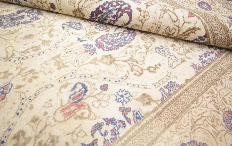 Oriental Rug Handmade Carpet Vintage Turkish Rug, Cream Wool Living Room Rug In Good Condition For Sale In Hampshire, SO51 8BY