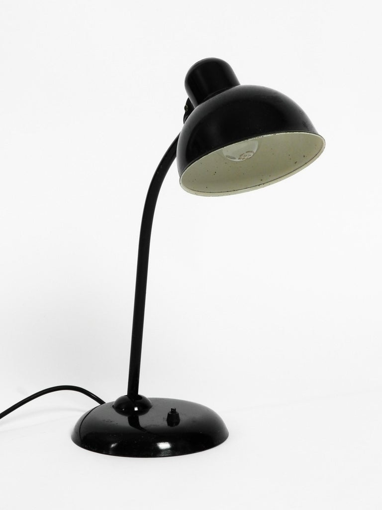 Original 1940s Black Kaiser Idell Metal Table Lamp Model 6551 In Good Condition For Sale In München, DE