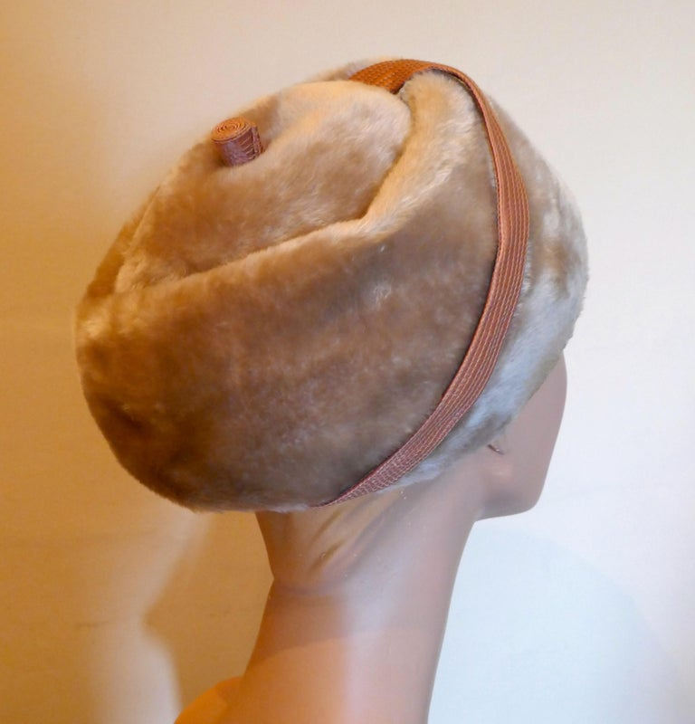 Original 1950s Felt Fur Pill Box Hat, trimmed with Satin Ribbon  In Good Condition For Sale In Chillerton, Isle of Wight