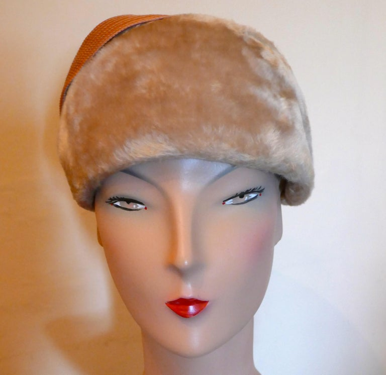 Original 1950s Felt Fur Pill Box Hat, trimmed with Satin Ribbon  For Sale 1