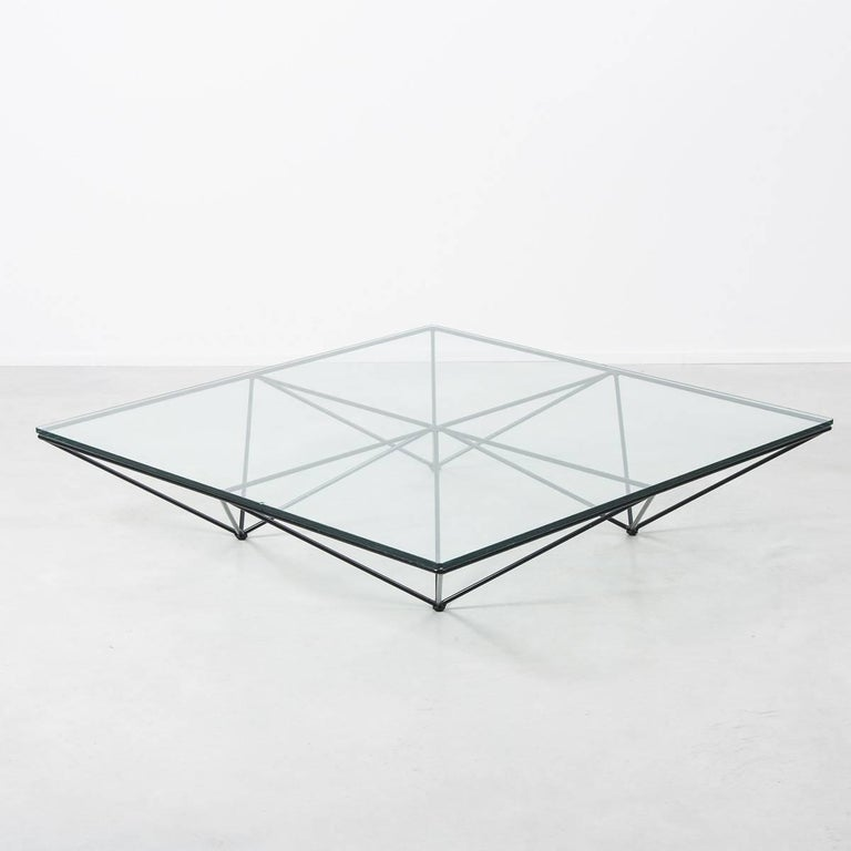 Iconic wire framed and glass topped 'Alanda' coffee table by designer Paolo Piva for B&B Italia, 1981. The frame is in great condition and the heavy plate glass is new.