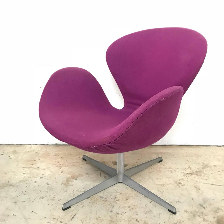 "20th Century Original Arne Jacobsen ""Swan"" Chair No. 7105 for Fritz Hansen For Sale"