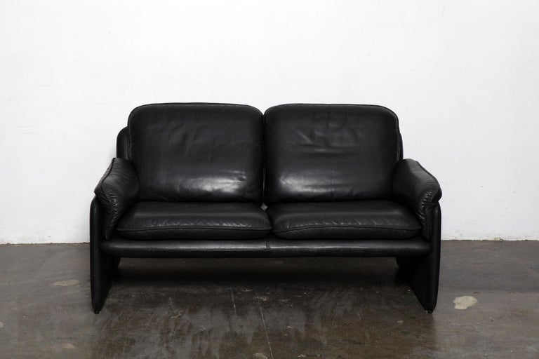 Original black leather recliner chair from De Sede, model 50, Switzerland. Leather shows wear/patina mainly in the lower parts of the sofa.