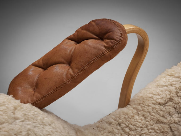 Original Bruno Mathsson 'Pernilla' Chaise Longue in Beech, Leather and Shearling For Sale 4