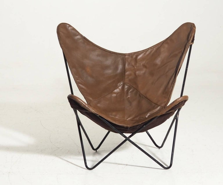 Original butterfly / bat chair produced by Knoll from 1947-1973 and designed by Jorge Ferrari Hardoy. The chair is in brown leather and black steel frame.