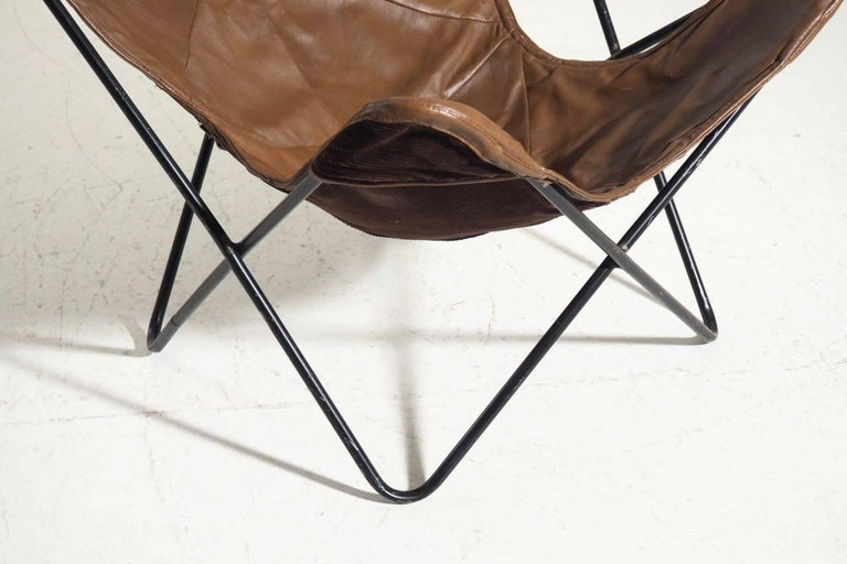 Mid-Century Modern Original Butterfly Chair in Brown Leather and Black Steel For Sale