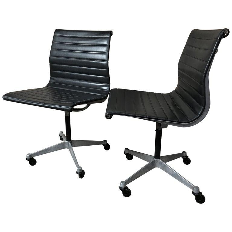 Original Charles Ray Eames Miller Swivel Chair On Wheels Model Ea 105 1958