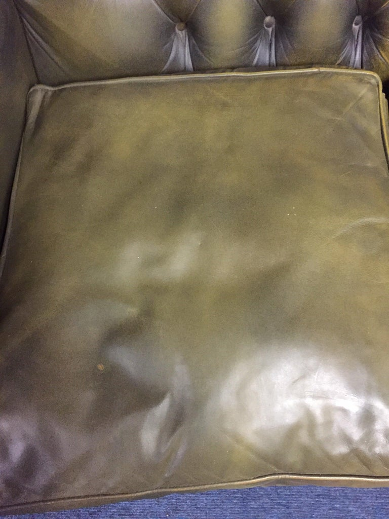 Original Chesterfield Sofa Queen Ann Modell in Green For Sale 9