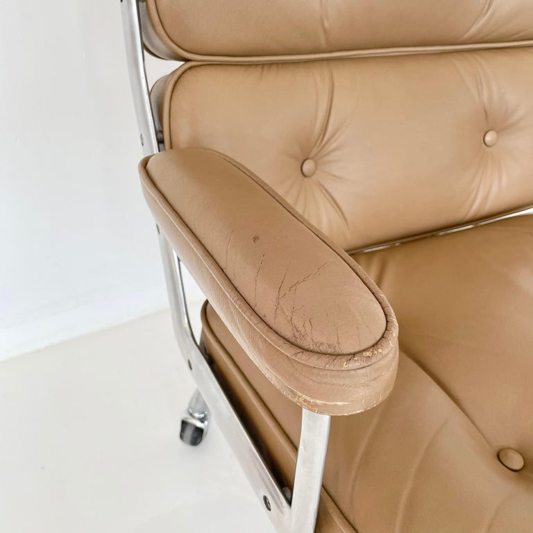 Original Eames Time Life Chair in Camel Leather 4