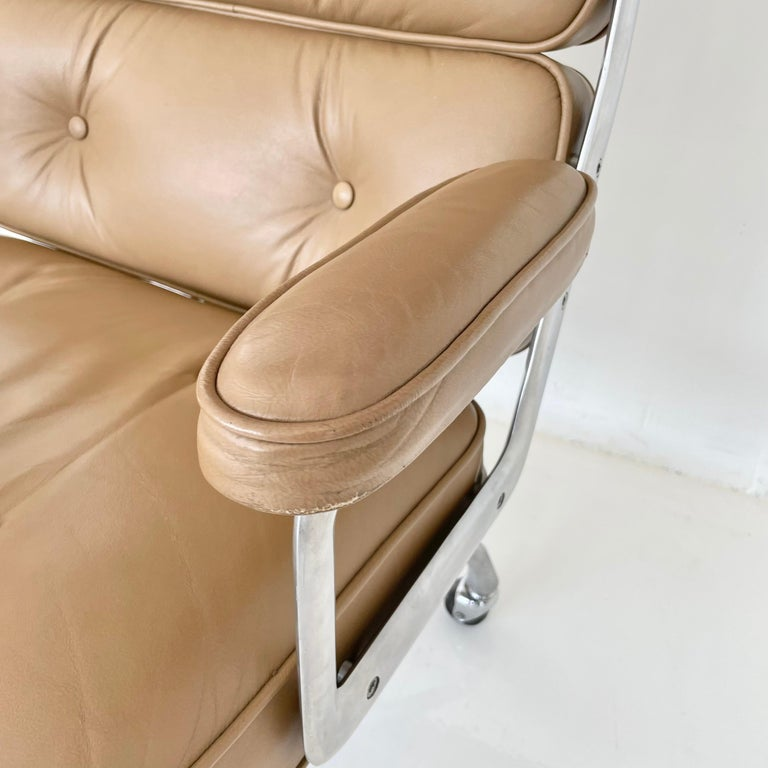 Original Eames Time Life Chair in Camel Leather 5