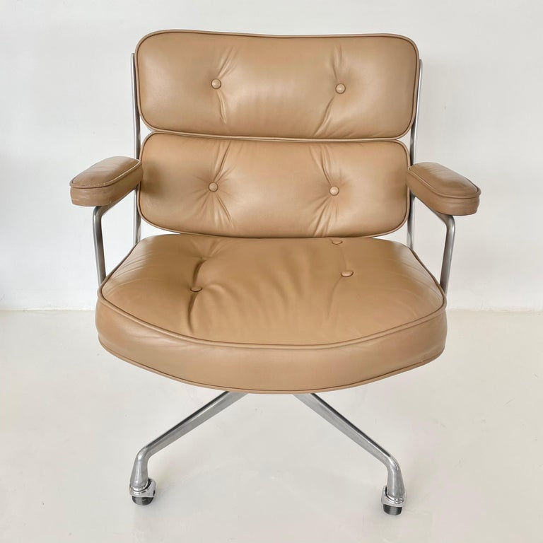 Original Eames Time Life Chair in Camel Leather 6