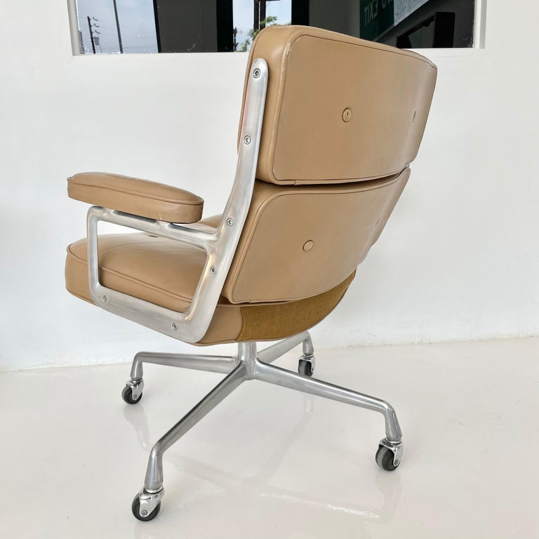 Original Eames Time Life Chair in Camel Leather 1