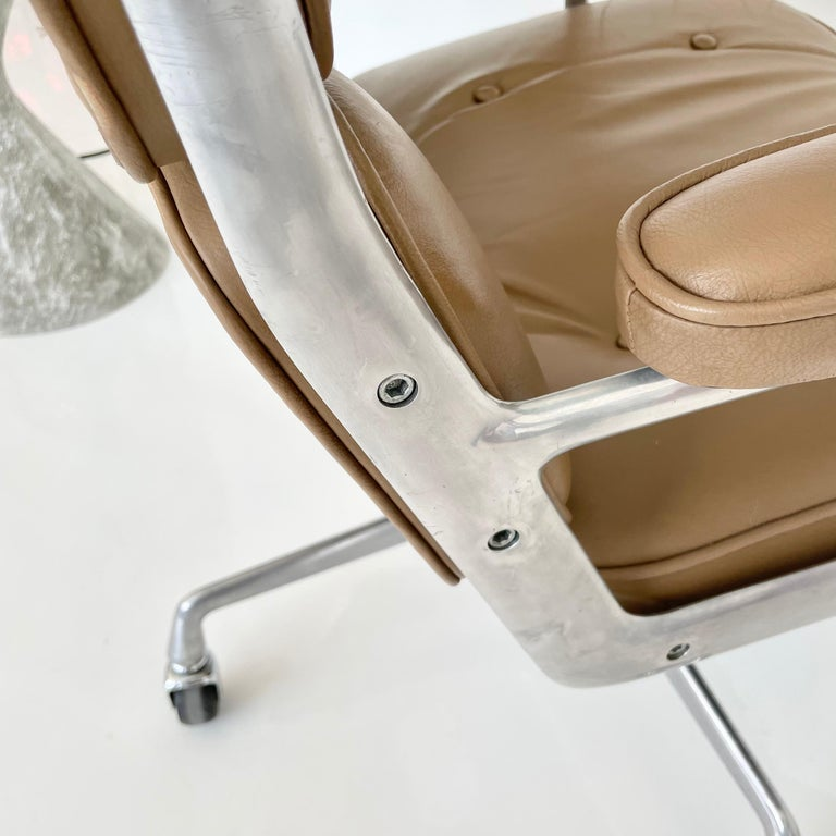 Original Eames Time Life Chair in Camel Leather 3