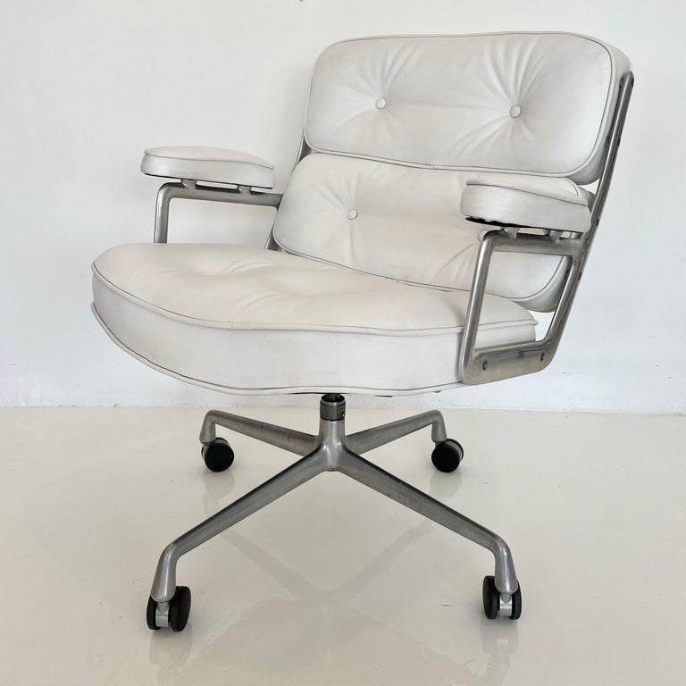 Original Eames Time Life Chair in White Leather For Sale 5