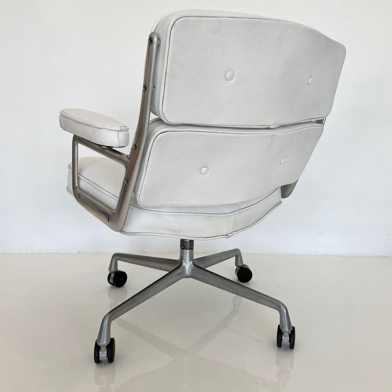 Original Eames Time Life Chair in White Leather For Sale 7