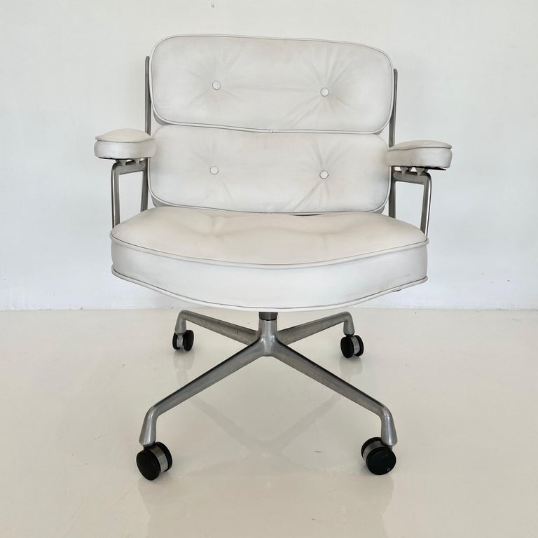 Original Eames Time Life Chair in White Leather For Sale 8