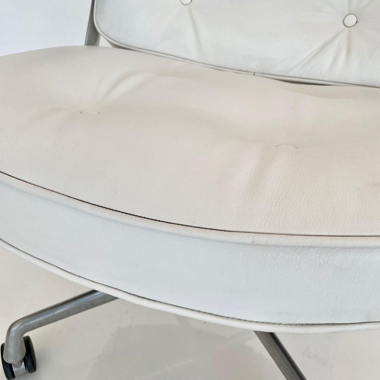 Original Eames Time Life Chair in White Leather For Sale 10