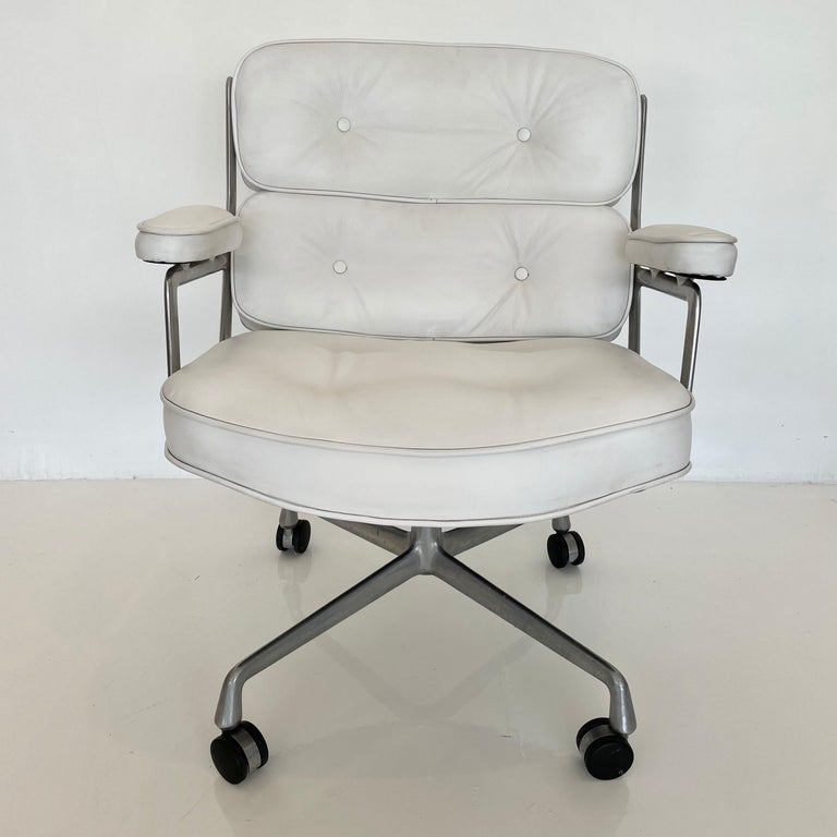 Original Eames Time Life Chair in White Leather For Sale 11