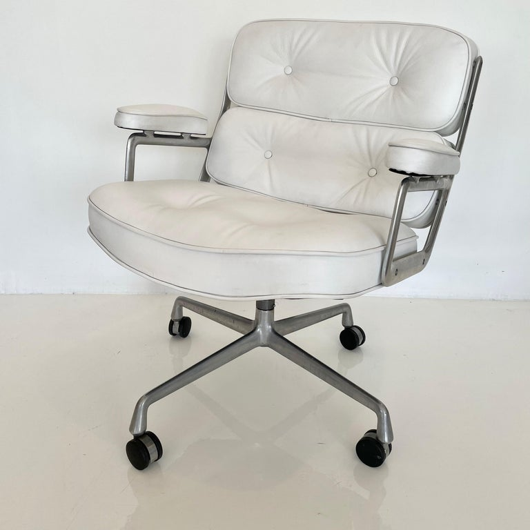 North American Original Eames Time Life Chair in White Leather For Sale