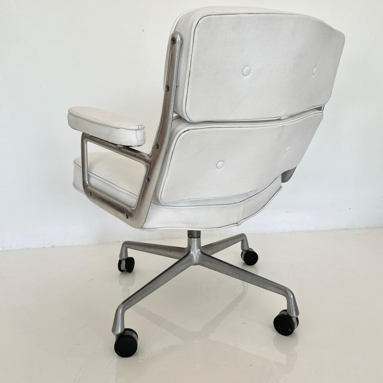 Late 20th Century Original Eames Time Life Chair in White Leather For Sale