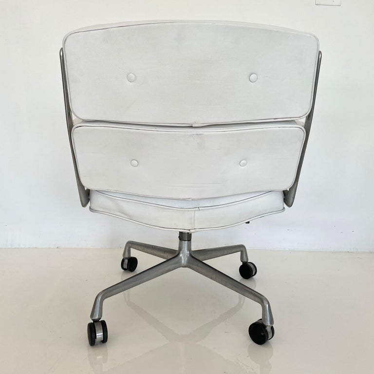 Aluminum Original Eames Time Life Chair in White Leather For Sale