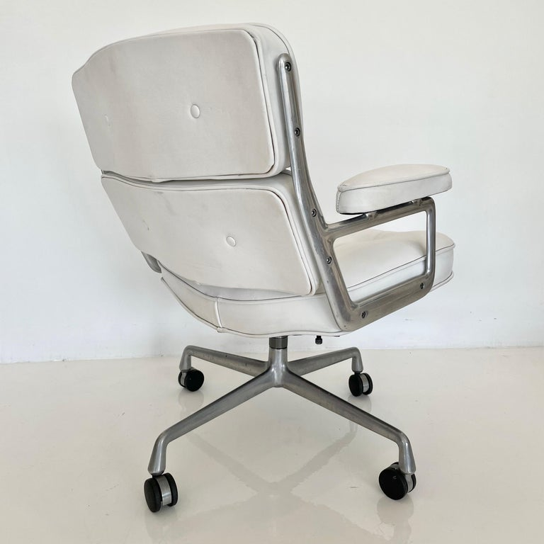 Original Eames Time Life Chair in White Leather For Sale 1