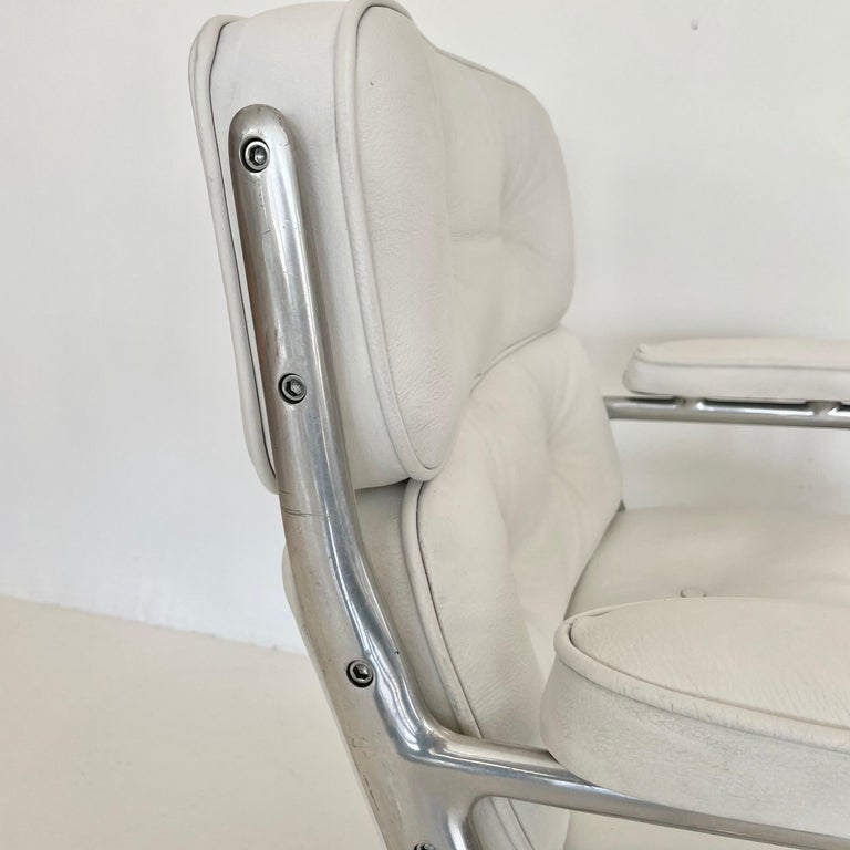 Original Eames Time Life Chair in White Leather For Sale 3