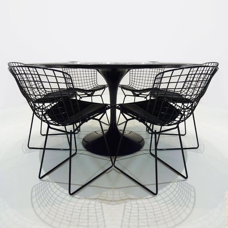 Mid-Century Modern Original Eero Saarinen Black Marble Tulip Dining Table and Bertoia Wire Chairs For Sale