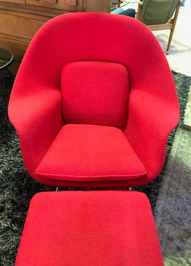 Mid-Century Modern Eero Saarinen Original Midcentury Womb Chair and Ottoman Foot Stool for Knoll For Sale