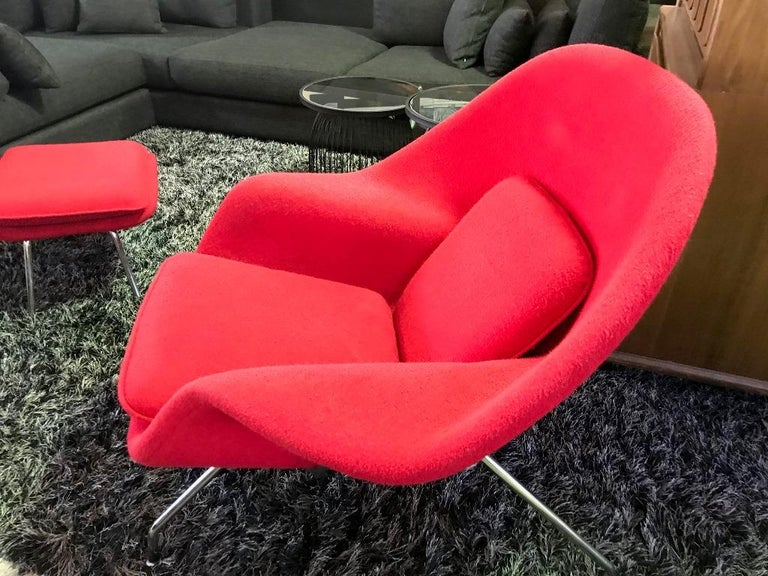 Late 20th Century Eero Saarinen Original Midcentury Womb Chair and Ottoman Foot Stool for Knoll For Sale