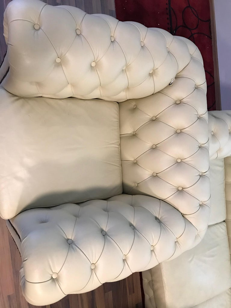 Original English Chesterfield Set of 3-Seat and 2 Armchairs in Cream Beige For Sale 7