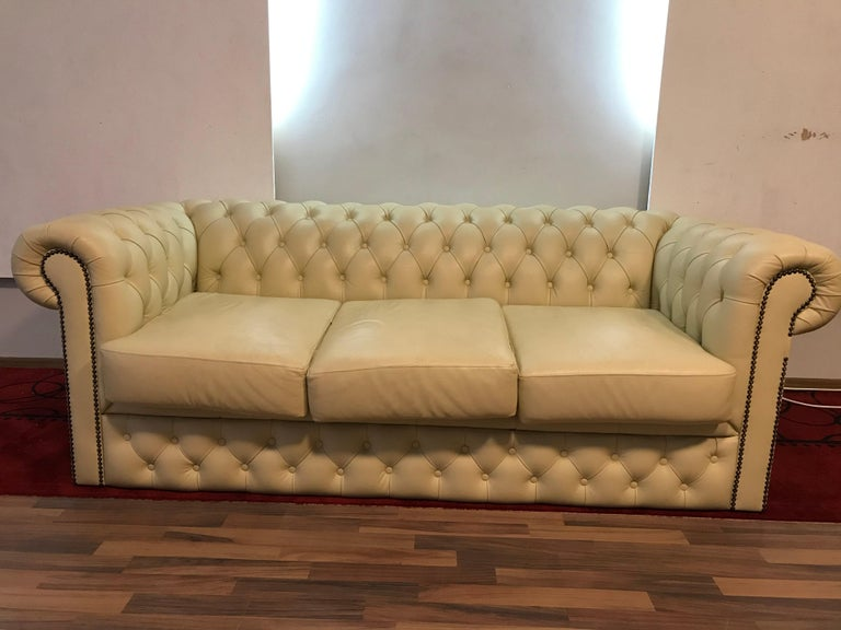 Original English Chesterfield Set of 3-Seat and 2 Armchairs in Cream Beige For Sale 12