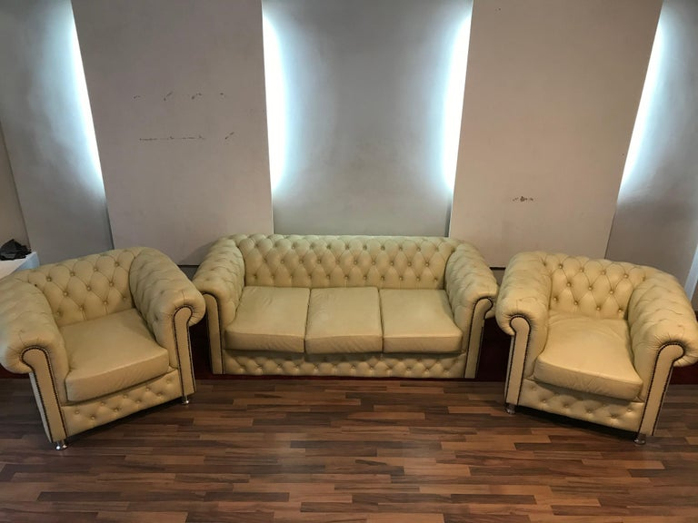 I am offering a nice Chesterfield set of the color is cream beige.