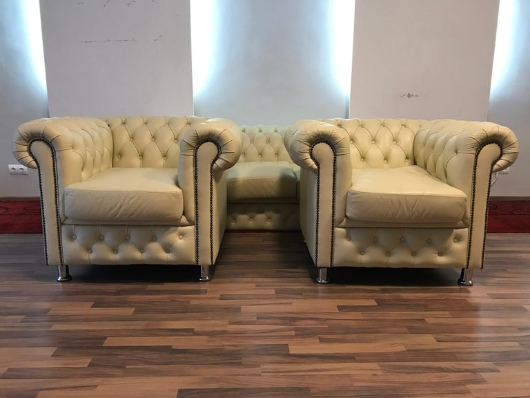 Leather Original English Chesterfield Set of 3-Seat and 2 Armchairs in Cream Beige For Sale