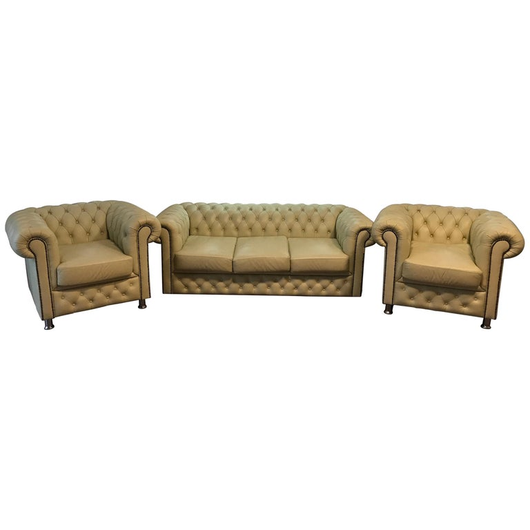 Original English Chesterfield Set of 3-Seat and 2 Armchairs in Cream Beige For Sale