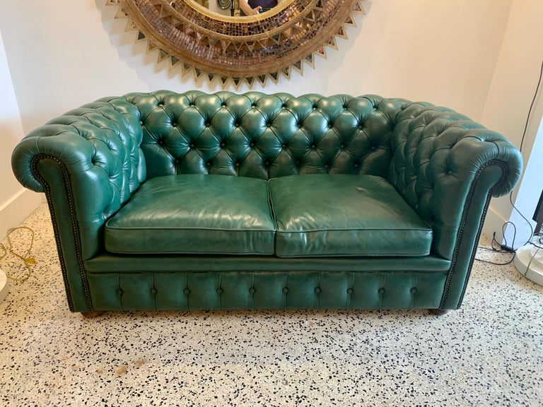 Original English Hunter Green Chesterfield Leather Two-Seat Sofa For Sale 9