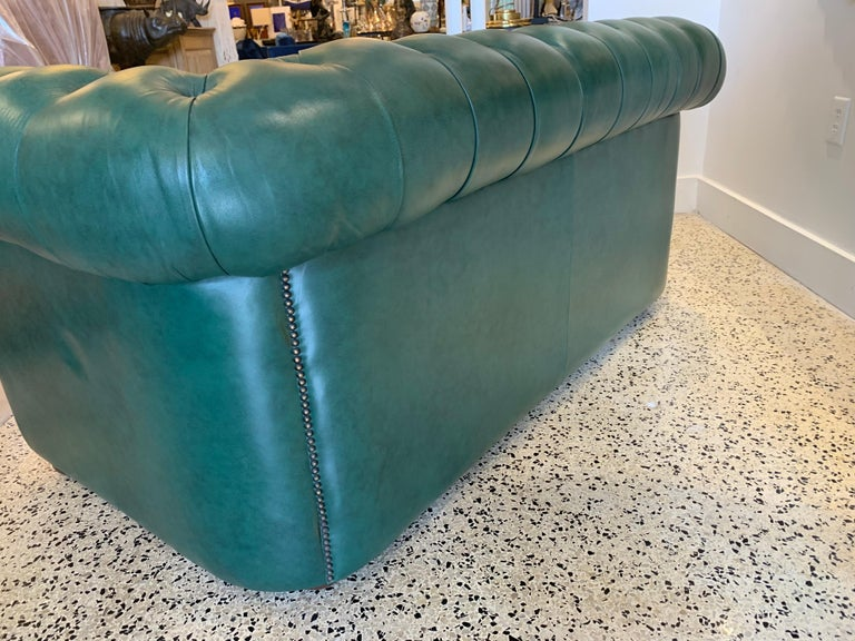 Original English Hunter Green Chesterfield Leather Two-Seat Sofa For Sale 10