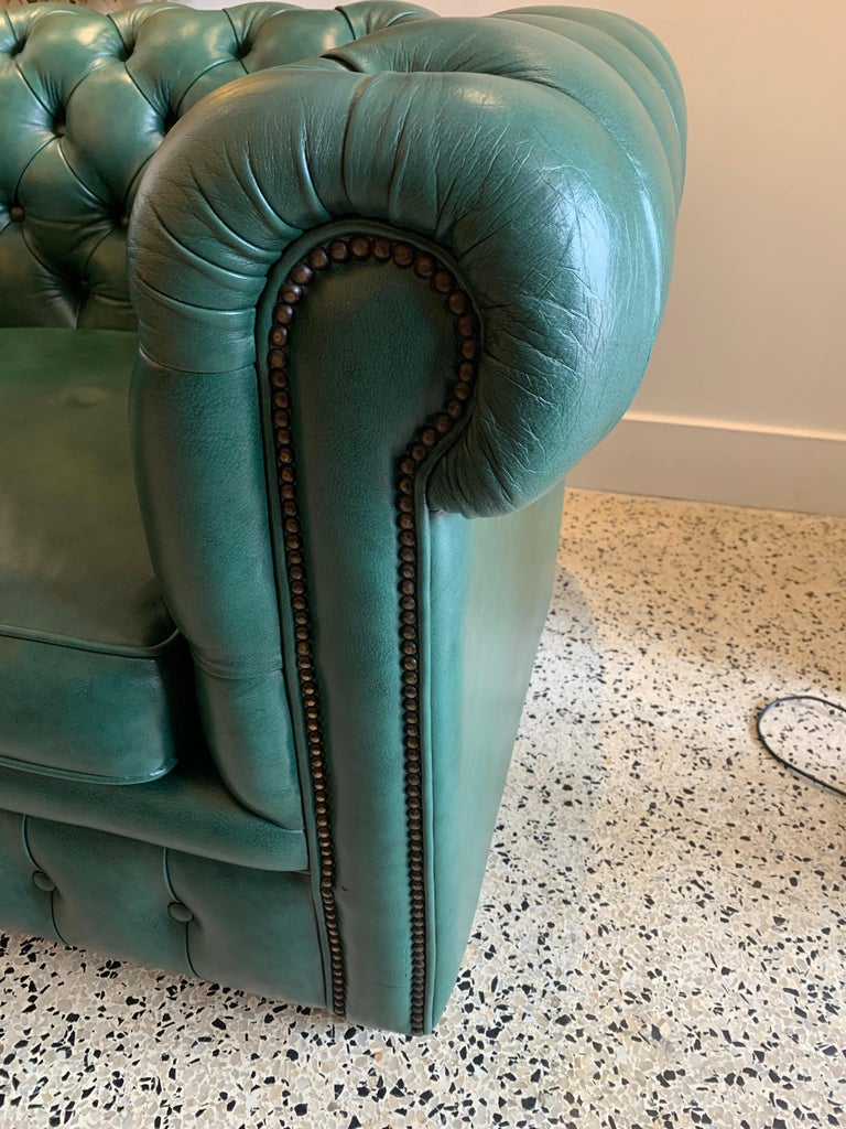 Hand-Crafted Original English Hunter Green Chesterfield Leather Two-Seat Sofa For Sale