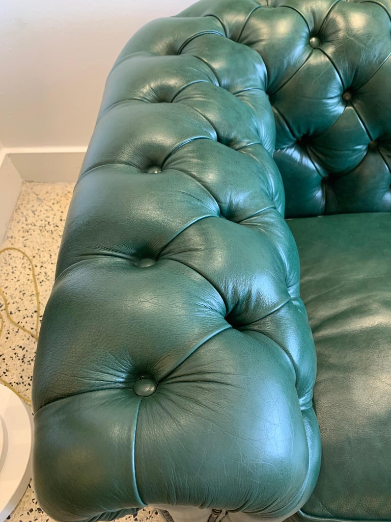 20th Century Original English Hunter Green Chesterfield Leather Two-Seat Sofa For Sale