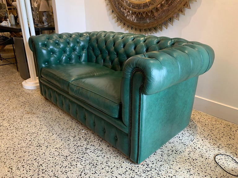 Original English Hunter Green Chesterfield Leather Two-Seat Sofa For Sale 2