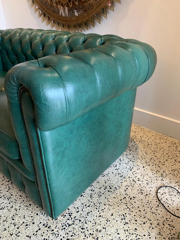 Original English Hunter Green Chesterfield Leather Two-Seat Sofa For Sale 3