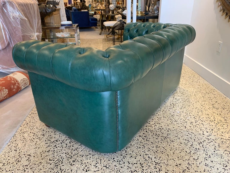 Original English Hunter Green Chesterfield Leather Two-Seat Sofa For Sale 4