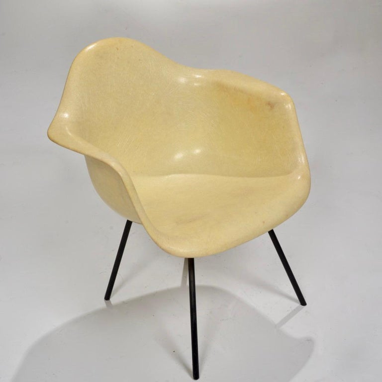 This first generation Zenith DAX lounge chair in Lemon yellow was designed by Charles and Ray Eames for Herman Miller. It features the original rope edge beneath the chair, as well as the original checkerboard label and X-base (The checkerboard