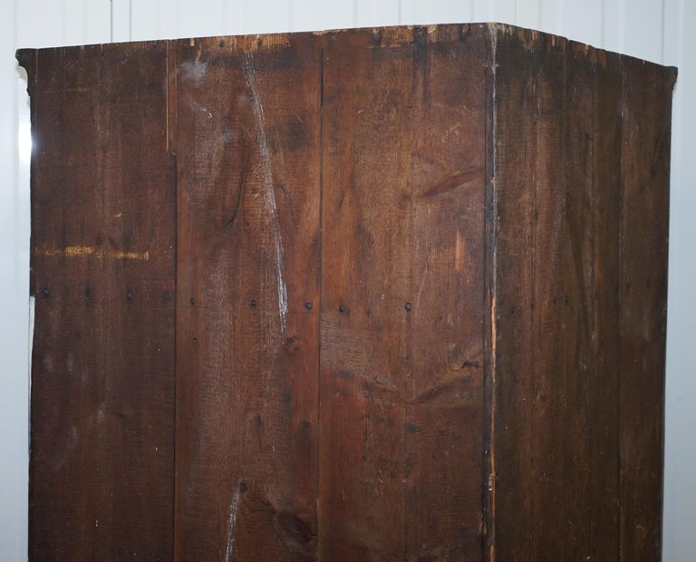 Original George III circa 1760 Solid Mahogany Corner Cupboard Large Bookcase For Sale 8