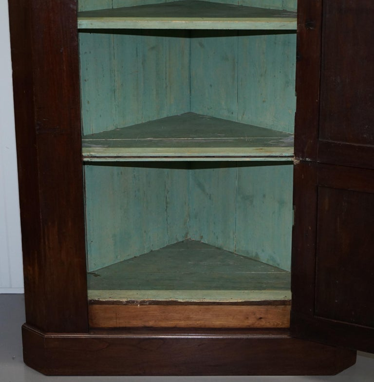 Original George III circa 1760 Solid Mahogany Corner Cupboard Large Bookcase For Sale 11