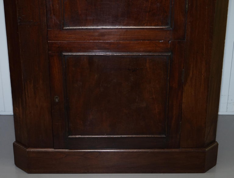 Original George III circa 1760 Solid Mahogany Corner Cupboard Large Bookcase For Sale 3